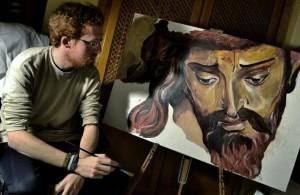 Israel junto a su lienzo del Stmo. Cristo de las Tres Caídas de Triana